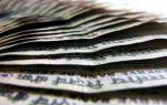 Индийская рупия упала к доллару из-за снижения доходности гособлигаций