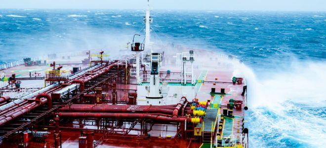 Нефть перестала дорожать, но все еще торгуется на максимуме