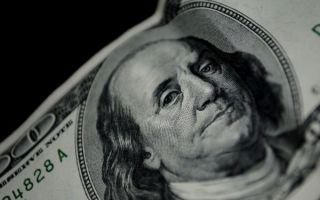Доллар упал до недельного минимума