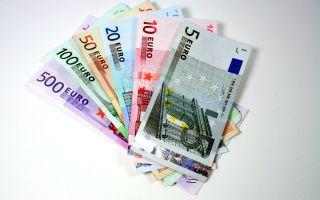 Евро начал снижение после решение ЕЦБ оставить ставку на прежнем уровне
