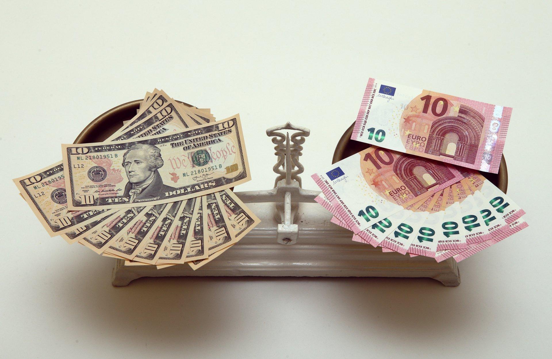 Евро или доллар, что надежней
